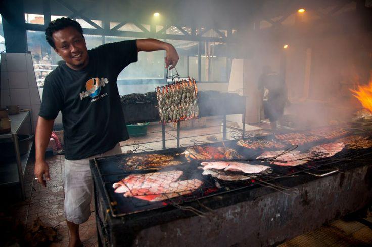 Le marché aux poissons de Jimbaran offre une expérience unique, parfaite pour les amateurs de fruits de mer et de poisson frais ! (Crédit photo : pinterest)
