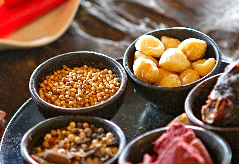 Prendre des cours de cuisine permet de savourer la culture balinaise ! (Crédit photo : anikacookingclass.com)