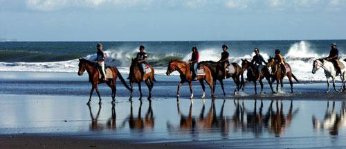 Galoper entre le sable et les vagues procure des sensations incomparables. (Crédit photo : www.balistarisland.com)