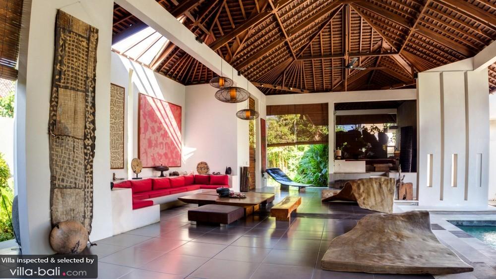 La décoration à la fois minimaliste et ethnique de la villa Arte est source d'inspiration pour les personnalités créatives. (Crédit photo : villa-bali.com)
