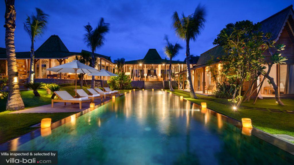 La villa Mannao et ses grands espaces permet aux familles nombreuses de rofiter à 100% d'un séjour hors du commun ! (Crédit photo : villa-bali.com)