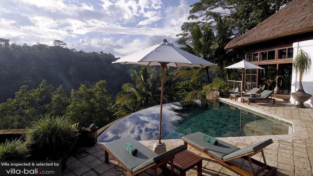 Le rêve devient réalité au coeur de la villa Melati, qui surplombe les rizières aux alentours d'Ubud... (Crédit photo : villa-bali.com)