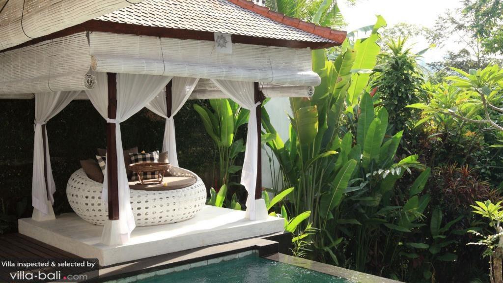 Nichée dans les contreforts d'Ubud, la villa Shamballa Moon est le refuge idéale pour une escapade amoureuse en toute intimité. (Crédit photo : villa-bali.com)