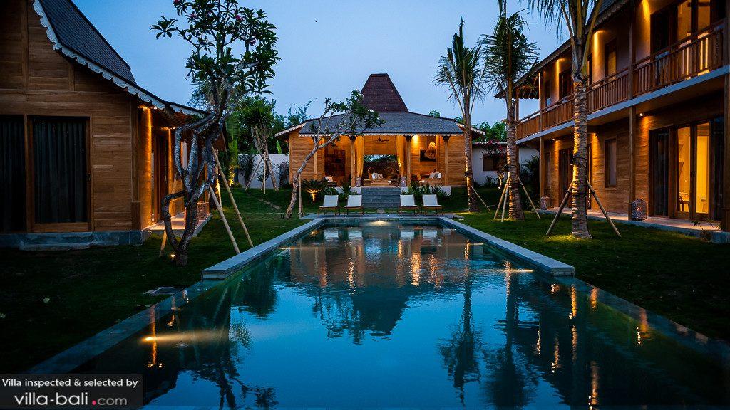 Toute récente, la villa Alea reprend l'architecture traditionnelle balinaise pour le plus grand plaisir de tous ! (Crédit photo : www.villa-bali.com)