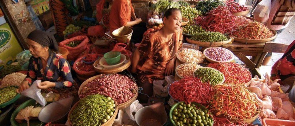 Le marché de Pasar Badung offre une véritable plongée dans la vie quotidienne des balinais : une vision plus terre-à-terre et authentique de ce qu'est l'île des Dieux ! (Crédit photo ; inbali.org)