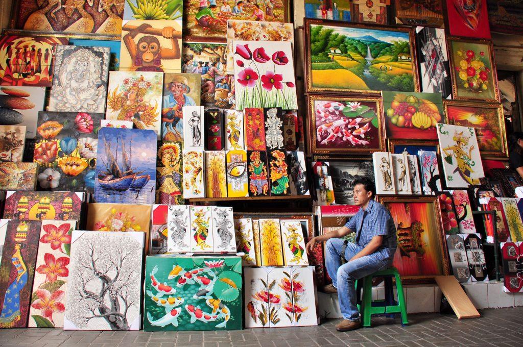 Le marché d'art de Guwang offre à la vue une myriade de couleurs intenses et d'esquisses enchanteresses (Crédit photo : nationalgeographic.co.id)