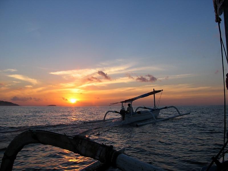 La baie de Candidasa promet de magnifiques excursions en mer. (Crédit photo : www.virusphoto.com)