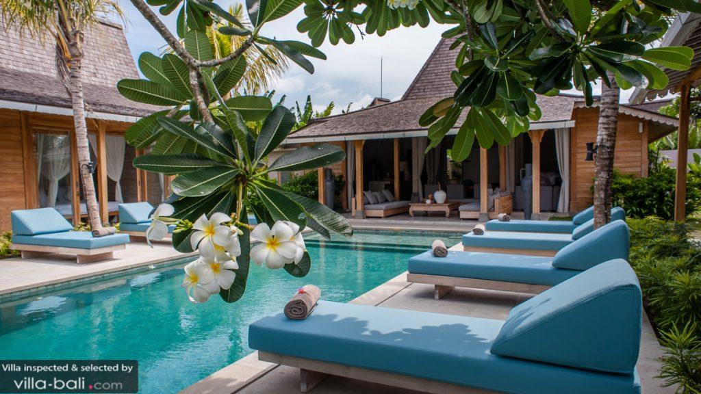 Le luxe et la volupté se retrouvent véritablement au coeur de la villa taramille à Kerobokan. ( Crédit photo : www.villa-bali.com)